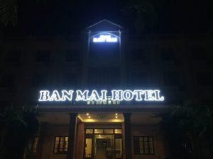 Biển quảng cáo Hotel về đêm