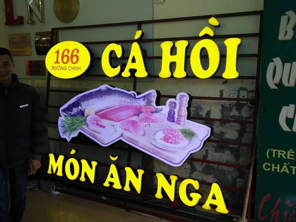 Biển quảng cáo quán Cá Hồi